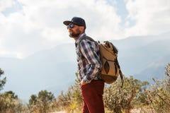 Перемещения Hiker к Америке в осени стоковые фото