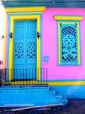 Перемещени-новые Орлеан-двери и дверь и Windows черепа Вход-утюга Стоковая Фотография