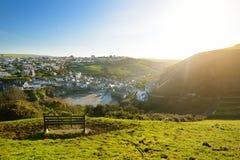 Перенесите Исаак, малый и живописный рыбацкий поселок на атлантическом побережье северного Корнуолла, Англии, Великобритании, изв стоковое фото rf