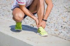 Переплетенная лодыжка пока jogging стоковые фотографии rf