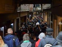 Переполненная улица в Венеции стоковое фото rf