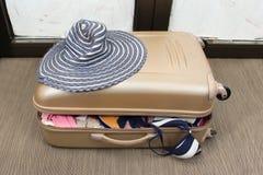 переполненный чемодан Стоковые Изображения RF