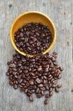 Переполняя шар кофейных зерен Стоковые Фотографии RF