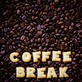 Перерыв на чашку кофе алфавита сделанный от печений хлеба Стоковые Изображения