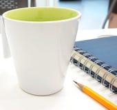 Перерыв на чашку кофе на работе Стоковые Фото