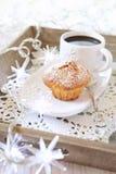 Перерыв на чашку кофе Нового Года: булочка, полисмен кофе и загоренный gar Стоковое Изображение