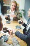 Перерыв на чашку кофе на офисе Стоковое Изображение RF
