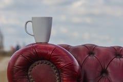 Перерыв на чашку кофе снаружи Стоковые Изображения RF