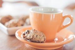 Перерыв на чашку кофе с печеньями хлопьев Стоковое Изображение RF