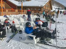 Перерыв от катания на лыжах стоковая фотография