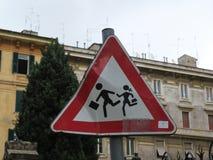 Пересекать детей предосторежения предупредительного знака Стоковое Изображение