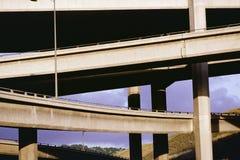 Пересекать мостов и подземных переходов стоковые изображения