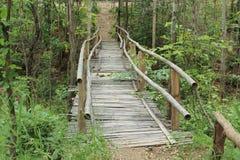 Пересекать мост на провинции в Таиланде Стоковое Фото
