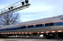 пересекая поезд стоковые изображения