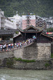 Пересекая цепной мост Стоковое Изображение RF