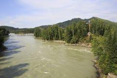 Пересеките с распятием на острове реки Katun Стоковое Изображение