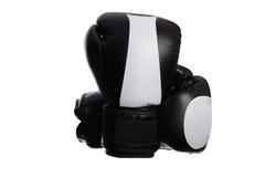 2 пересекли черные перчатки бокса на белой предпосылке Стоковая Фотография RF