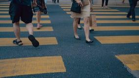 Пересечение города пешеходов людей идя большое видеоматериал
