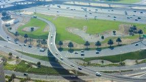 Пересечение дорог в городе Дубай стоковые изображения