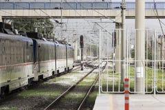 Пересечение железной дороги и метро пригородного поезда Стоковое Изображение