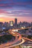 Пересечение пути высоты города Бангкока с красивым небом во время захода солнца Стоковая Фотография RF