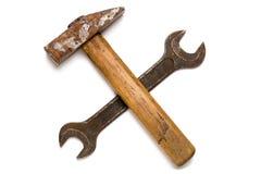 Пересеченные старые молоток и ключ Стоковая Фотография RF