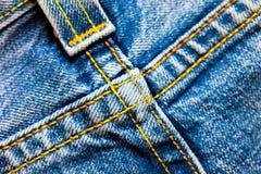 Пересеченные швы на джинсовой ткани Стоковая Фотография RF
