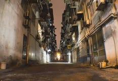 Переулок в ноче в пригороде бедных Куалаа-Лумпур Стоковая Фотография RF