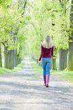 Переулок женщины весной Стоковые Фотографии RF