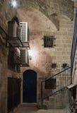 Переулок знака Scorpio зодиака на ноче внутри на старом городе Yafo в телефоне Aviv-Yafo в Израиле Стоковые Фото