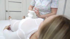 Видео массаж девушке эротический массаж груди как делать