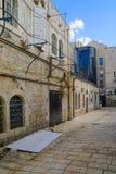 Переулок в историческом районе Nachalat Shiva, Иерусалим, Израиль Стоковое фото RF