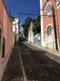 Переулок в Лиссабоне - Португалии Стоковые Фотографии RF