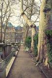 Переулок вдоль фонтана Medici в парке Люксембурга Стоковые Изображения RF
