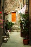 Старый переулок городка в Тоскане Стоковое Изображение RF