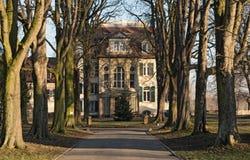 Переулок к вилле Meister в Франкфурте - Sindlingen в зиме Стоковые Изображения RF