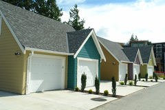 Задний переулок новых дверей гаража Стоковая Фотография RF