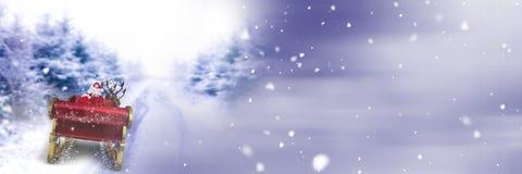 Переход зимы саней ` s Санты и ` s северного оленя Стоковое Изображение