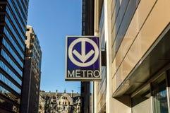 Переход метро подписывает внутри центр города Монреаля Стоковые Фотографии RF