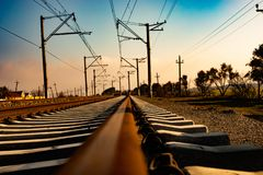 Переход поезда железной дороги железнодорожного пути стоковая фотография