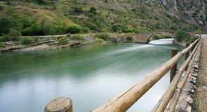 Переход через реку горы в Испании иллюстрация вектора