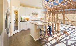 Переход красивой новой домашней кухни от обрамлять к Complet стоковая фотография rf