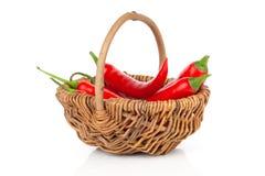 Перец красного chili в плетеной корзине Стоковое Фото
