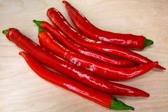 Перец красного chili на доске Стоковые Изображения