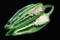 перец предпосылки черный зеленый halved Стоковые Фотографии RF