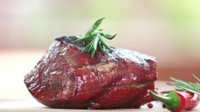Перец стейка, розмаринового масла и chili сток-видео