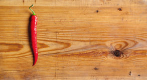 Перец Chili на декоративной доске. Стоковые Фотографии RF