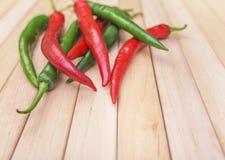 Перец Chili на деревянных досках стоковое изображение