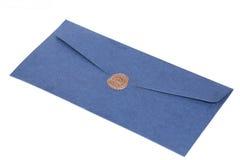 Перешлите конверт или письмо загерметизированные с штемпелем уплотнения воска Стоковое фото RF