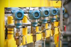 Передатчик давления в процесс нефти и газ, посылает сигнал к давлению в системе, электронному датчику регулятора и чтения Стоковые Изображения